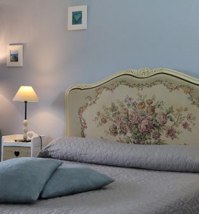 Chambre Camille Décorée avec goût tout en respectant la blondeur des pierres de Saint-Emilion, la chambre Camille offre des prestations qui vous garantiront un agréable séjour : une salle de douche,… Continue Reading..