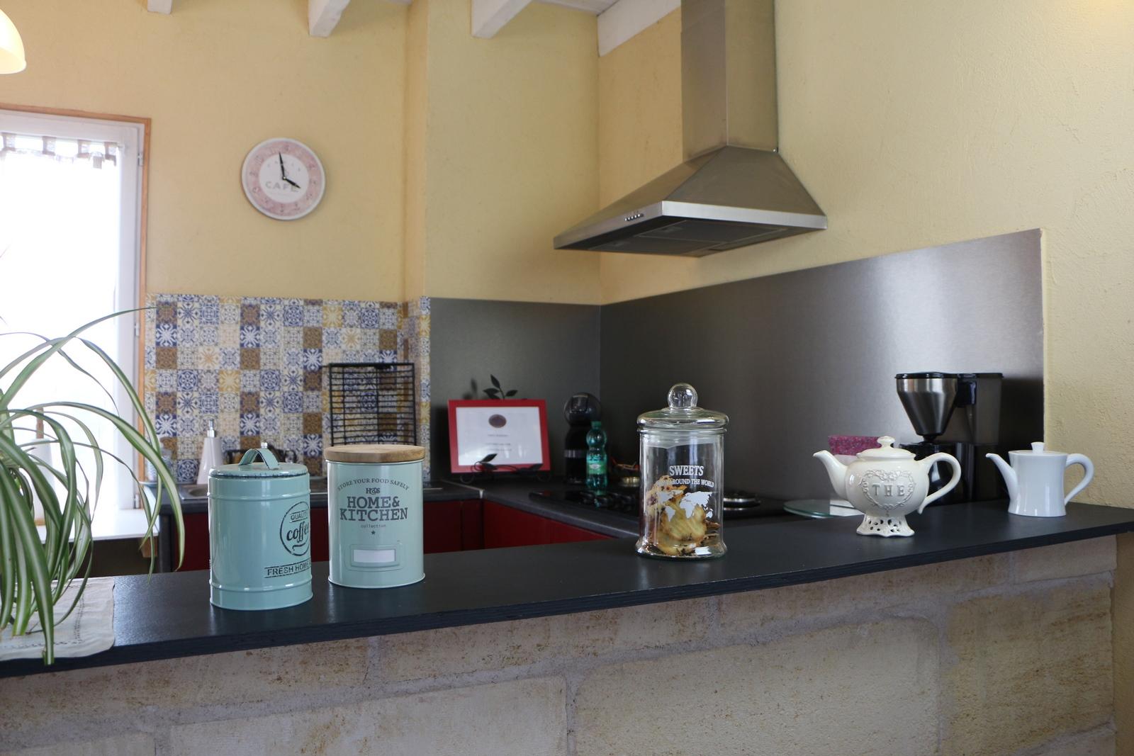 Cuisine commune Une cuisine, salle à manger ( de 38 m2) est mise à votre disposition comprenant un frigo, une table de cuisson, de la vaisselle… Vous pourrez à votre convenance, utiliser… Continue Reading..